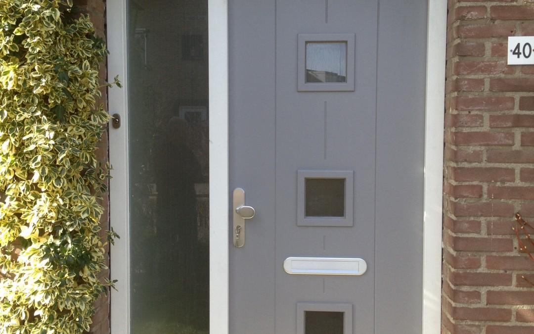 Nieuw kozijn en deur.